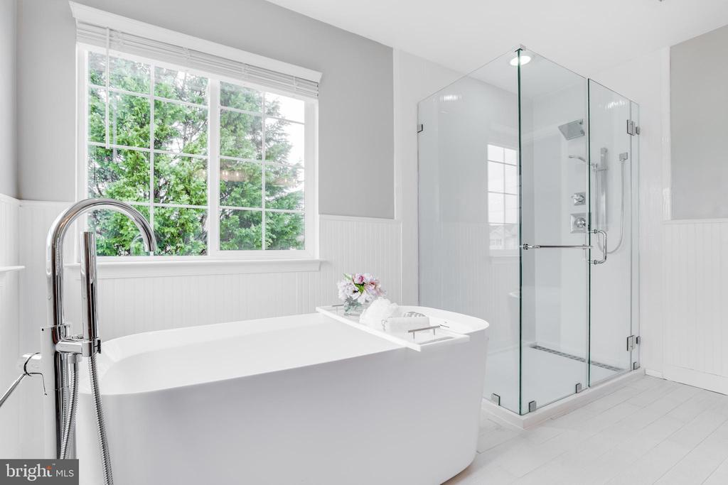 Soaking Tub and Separate Shower - 9696 ANJOU CT, MANASSAS