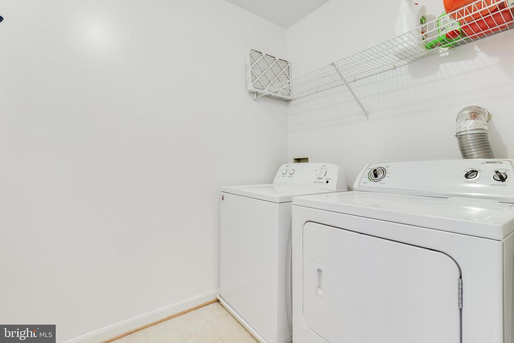 Upper Level Laundry - 9696 ANJOU CT, MANASSAS