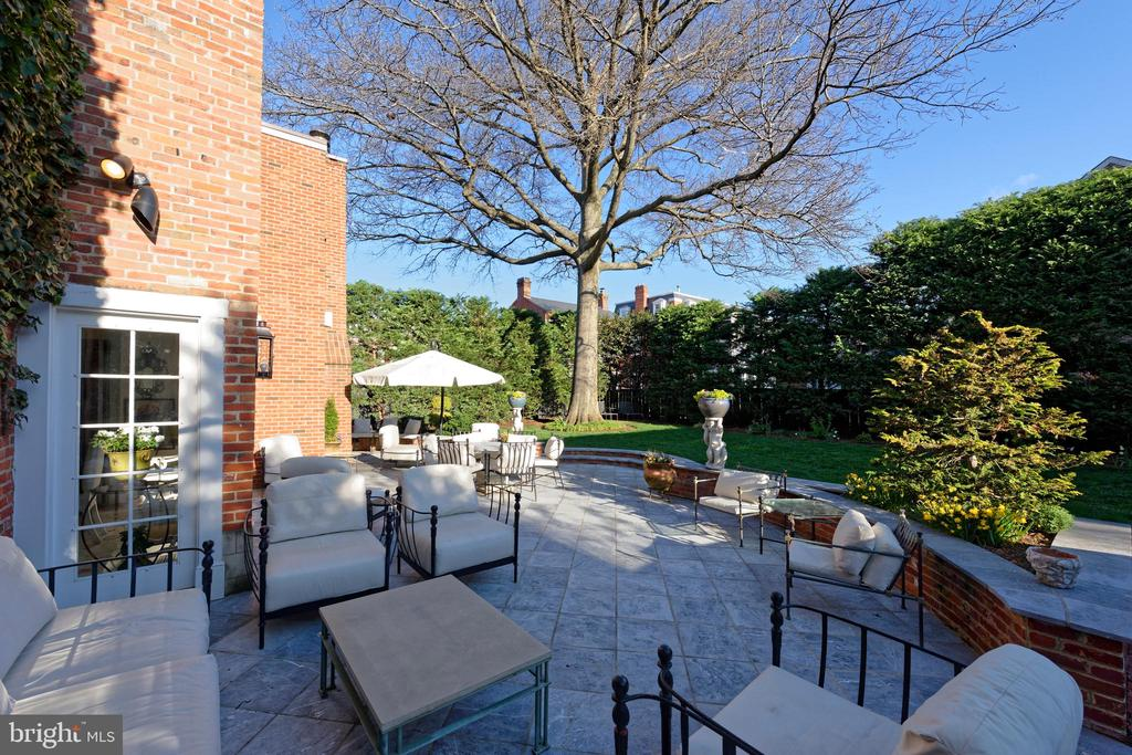 Terrace with many spaces to relax outdoors - 711 PRINCE ST, ALEXANDRIA