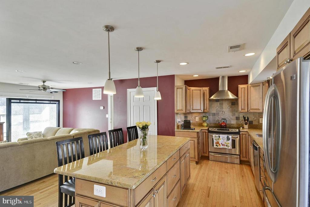 North Unit Kitchen. Open Concept. - 5806 FLANDERS ST, SPRINGFIELD