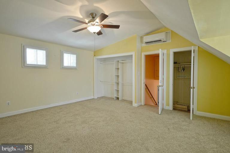 South Unit Upper Level 2 Bedroom #1 - 5806 FLANDERS ST, SPRINGFIELD