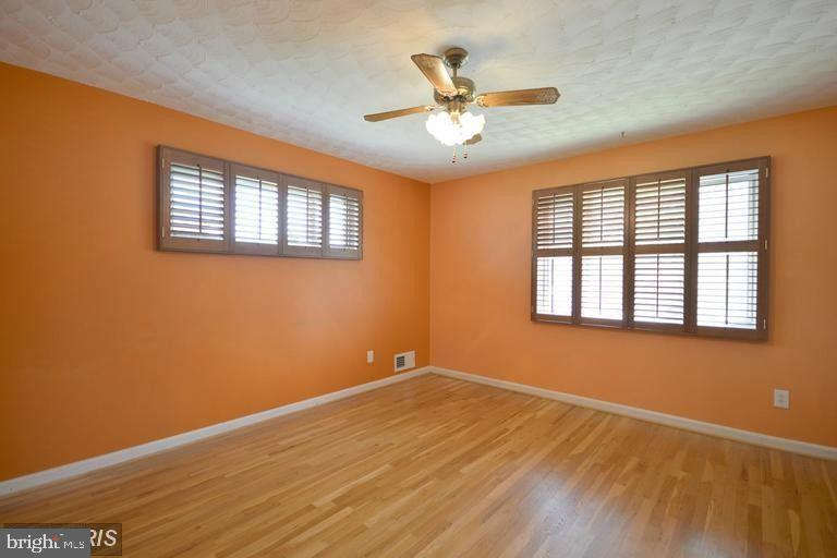 South Unit Upper Level 1 Bedroom #2 - 5806 FLANDERS ST, SPRINGFIELD