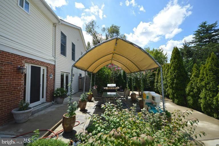 Beautiful, Private Rear Yard - 5806 FLANDERS ST, SPRINGFIELD