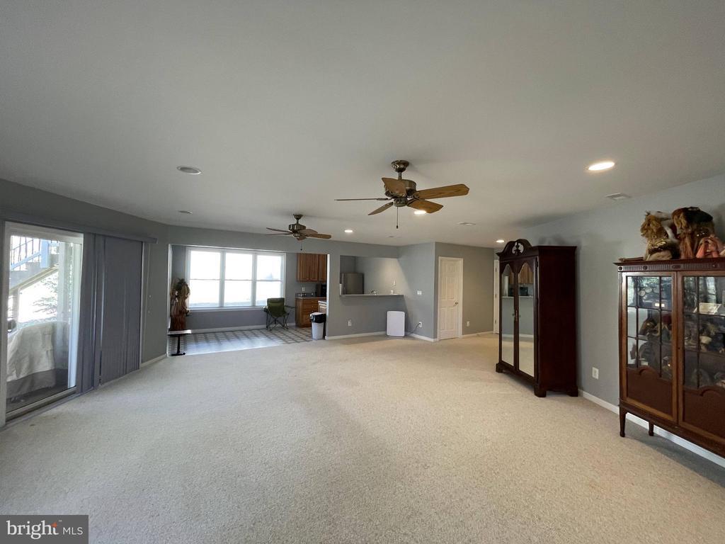 Basement living, breakfast, and kitchen area - 105 JEFFERSON AVE, LOCUST GROVE