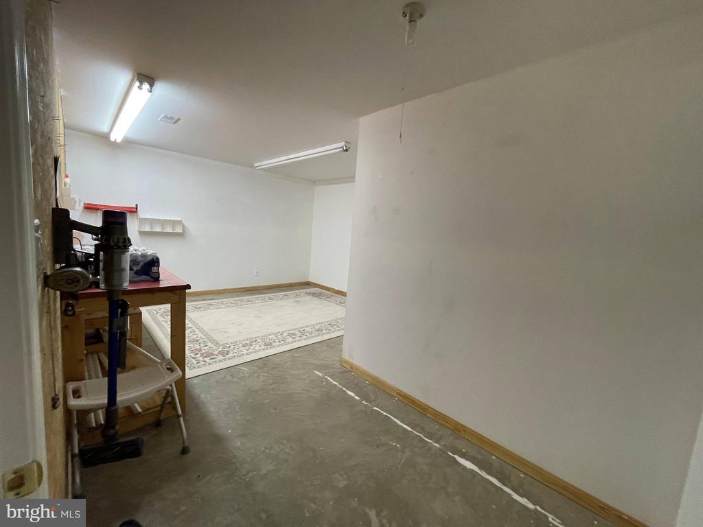 Storage room or hobby room in basement - 105 JEFFERSON AVE, LOCUST GROVE