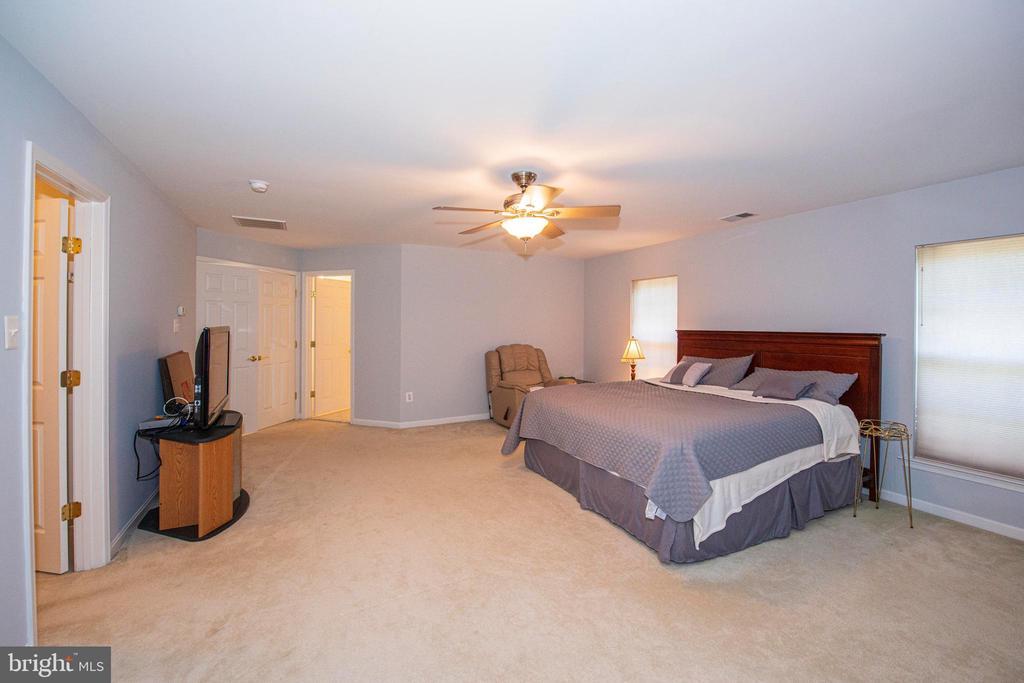 Master Bedroom - 11413 RAMSBURG CT, NORTH POTOMAC