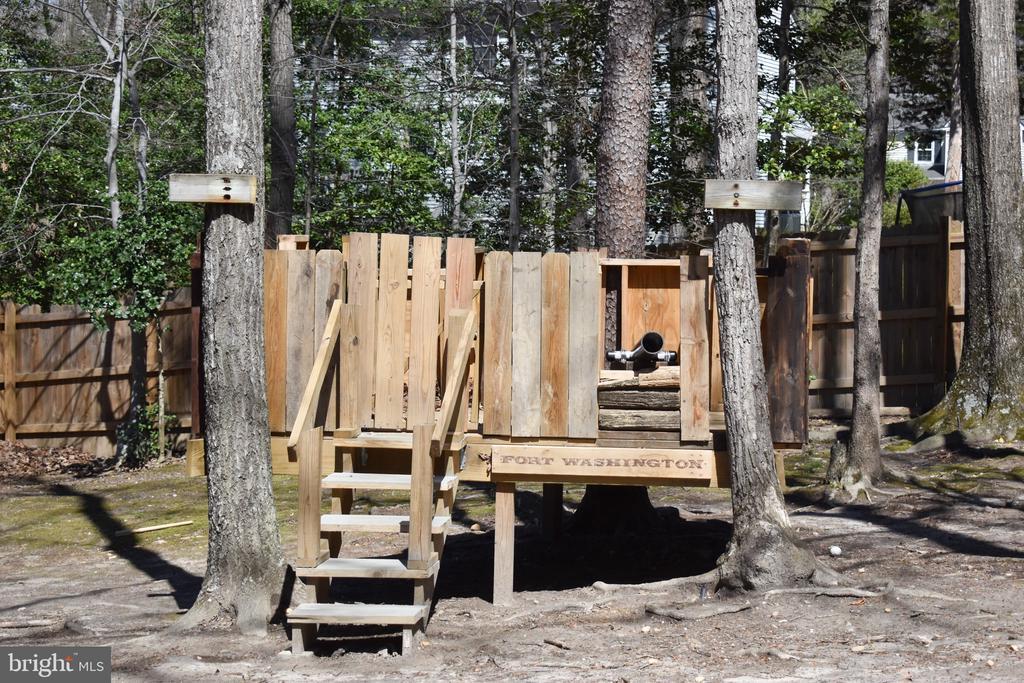 Back-yard fort - 3014 MEDITERRANEAN DR, STAFFORD