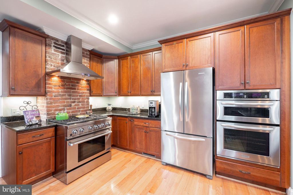 Gourmet Kitchen - 1244 MONROE ST NE, WASHINGTON