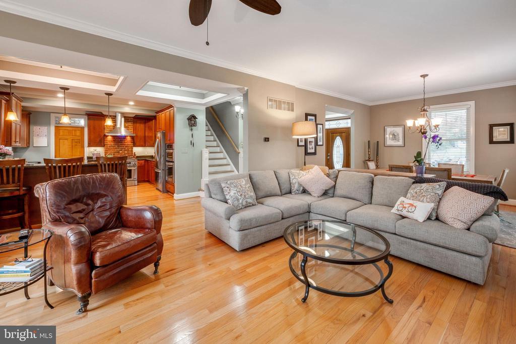 Family room opens to kitchen - 1244 MONROE ST NE, WASHINGTON