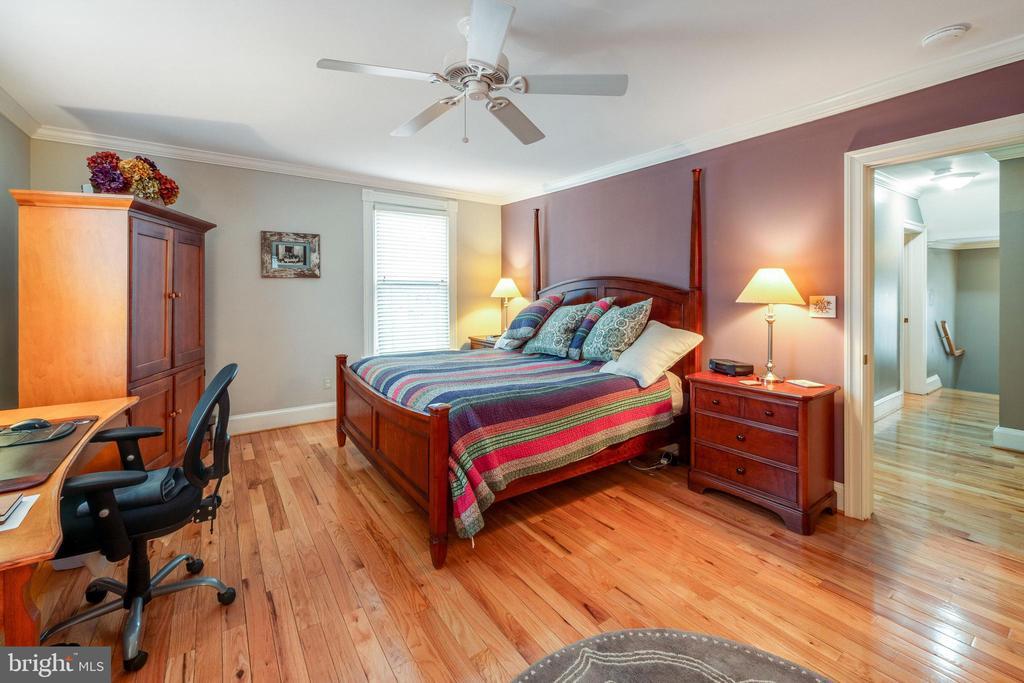 Spacious master suite - 1244 MONROE ST NE, WASHINGTON