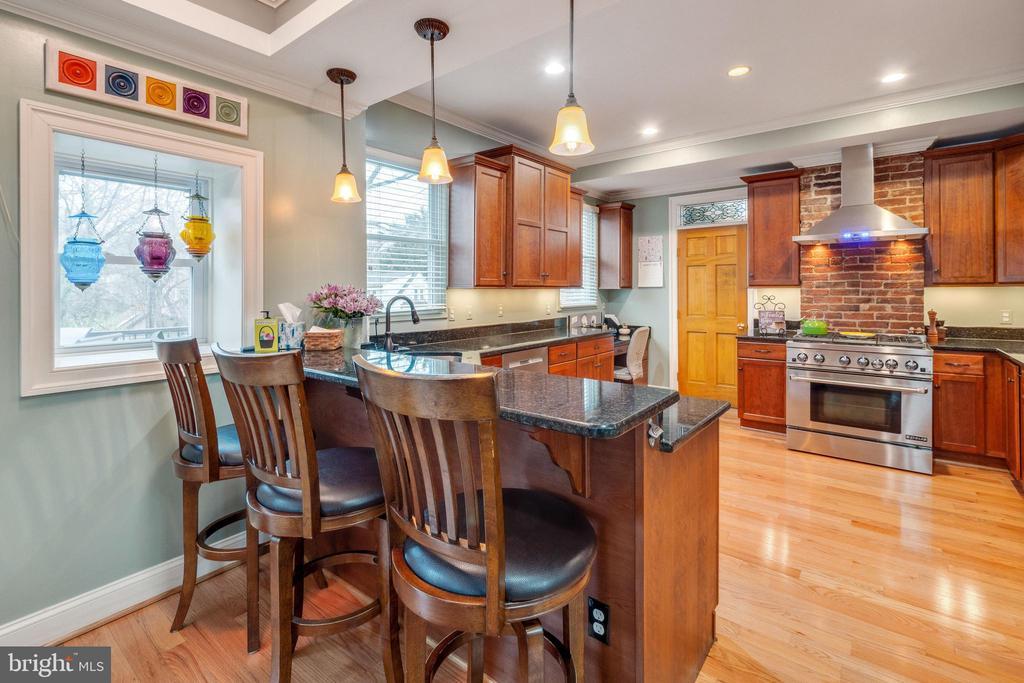 Eat in bar in kitchen - 1244 MONROE ST NE, WASHINGTON