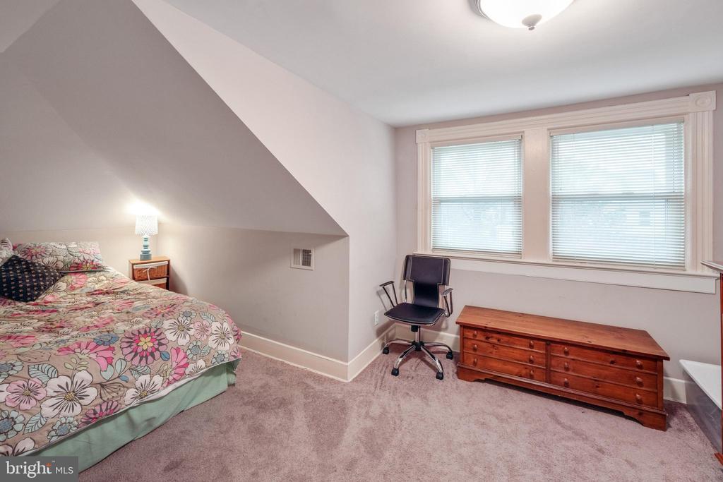 Upstair bedrooms are carpeted - 1244 MONROE ST NE, WASHINGTON