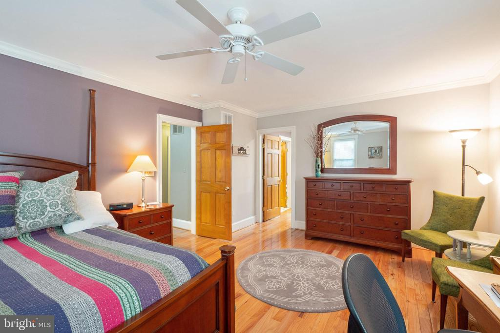Hardwood floors and windows - 1244 MONROE ST NE, WASHINGTON