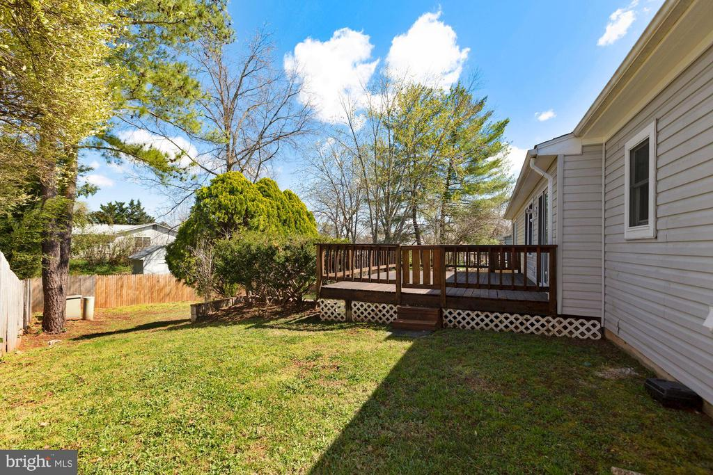2018 privacy fence - fully fenced rear yard - 304 W VERNON CT, STERLING