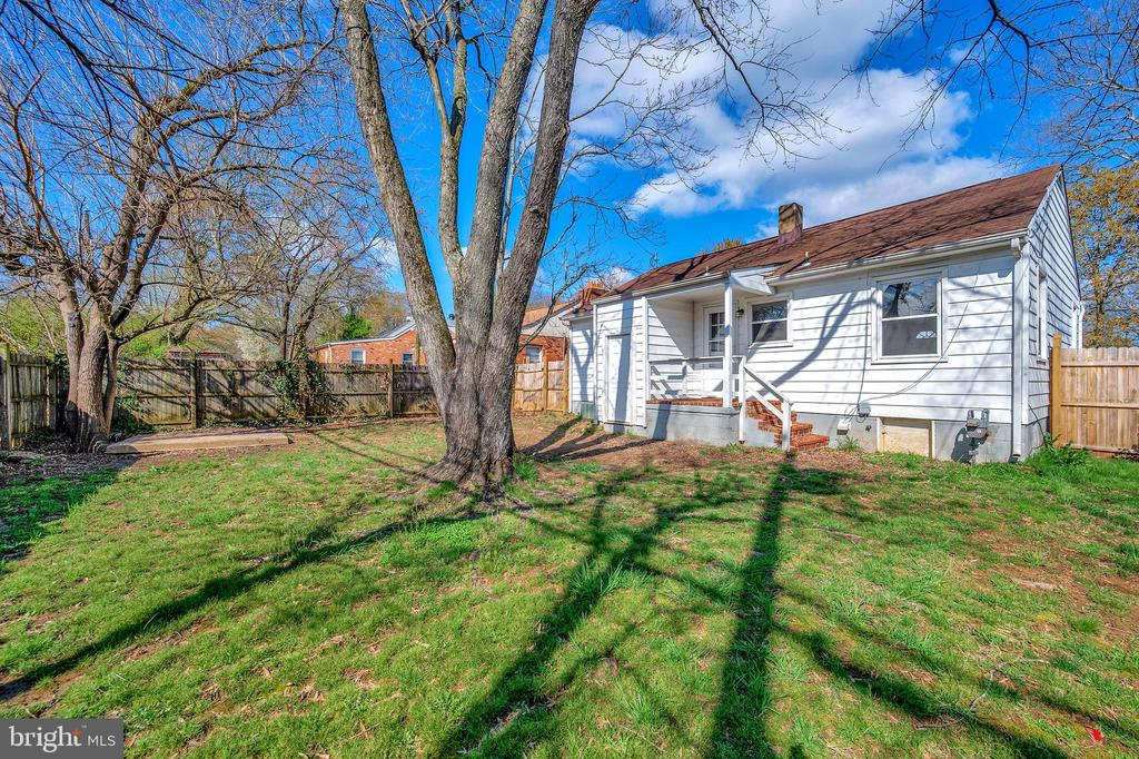 Rear view of the home/back porch - 214 FRAZIER ST, FREDERICKSBURG
