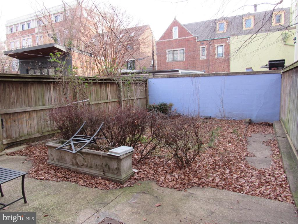 The back patio space is perfect for relaxing - 1440 S ST NW, WASHINGTON