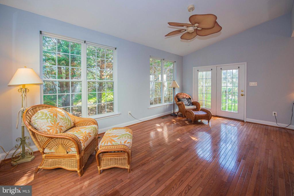 Sun Room with French door leading to backyard - 11413 RAMSBURG CT, NORTH POTOMAC