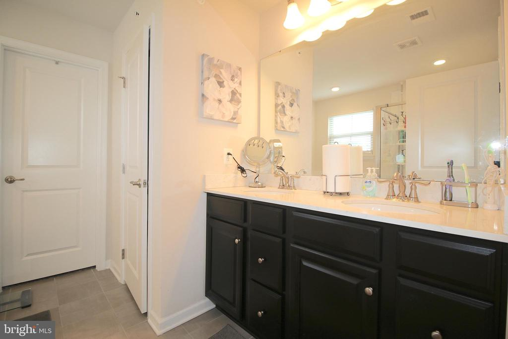Master Bathroom - 2532 SWEET CLOVER CT, DUMFRIES