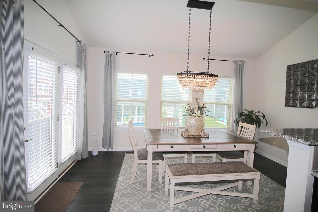 Light and Bright Morning Room - 2532 SWEET CLOVER CT, DUMFRIES