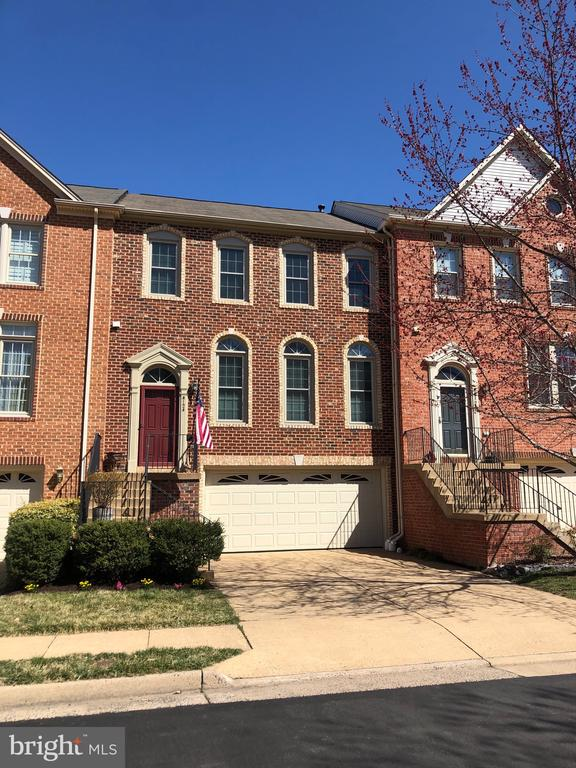 Meticulously maintained and move in ready! - 4124 TROWBRIDGE ST, FAIRFAX