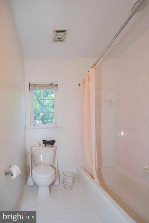 Hallway bathroom - separate room from the vanity - 11413 RAMSBURG CT, NORTH POTOMAC
