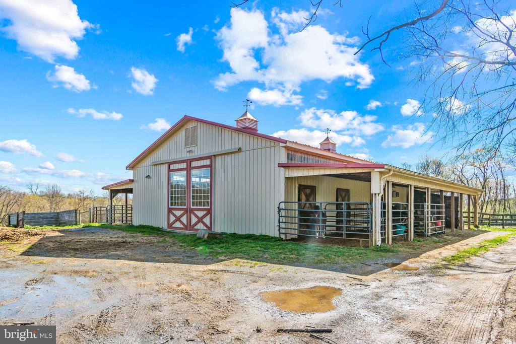 Matching storage barn with separate workshop - 11170 GEORGES MILL RD, LOVETTSVILLE
