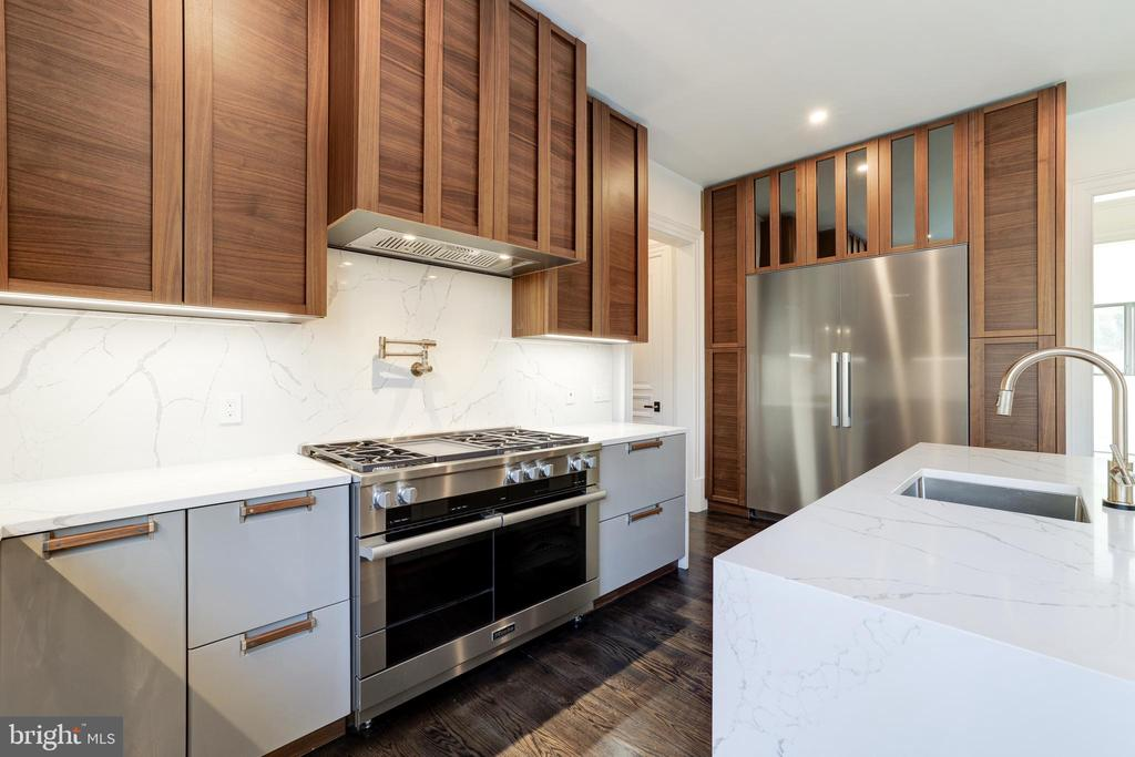 Kitchen Details - Stainless Steel Appliances - 1332 MCCAY LN, MCLEAN