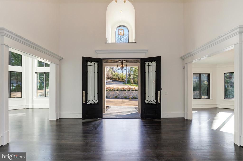 Foyer / Entry - 1332 MCCAY LN, MCLEAN