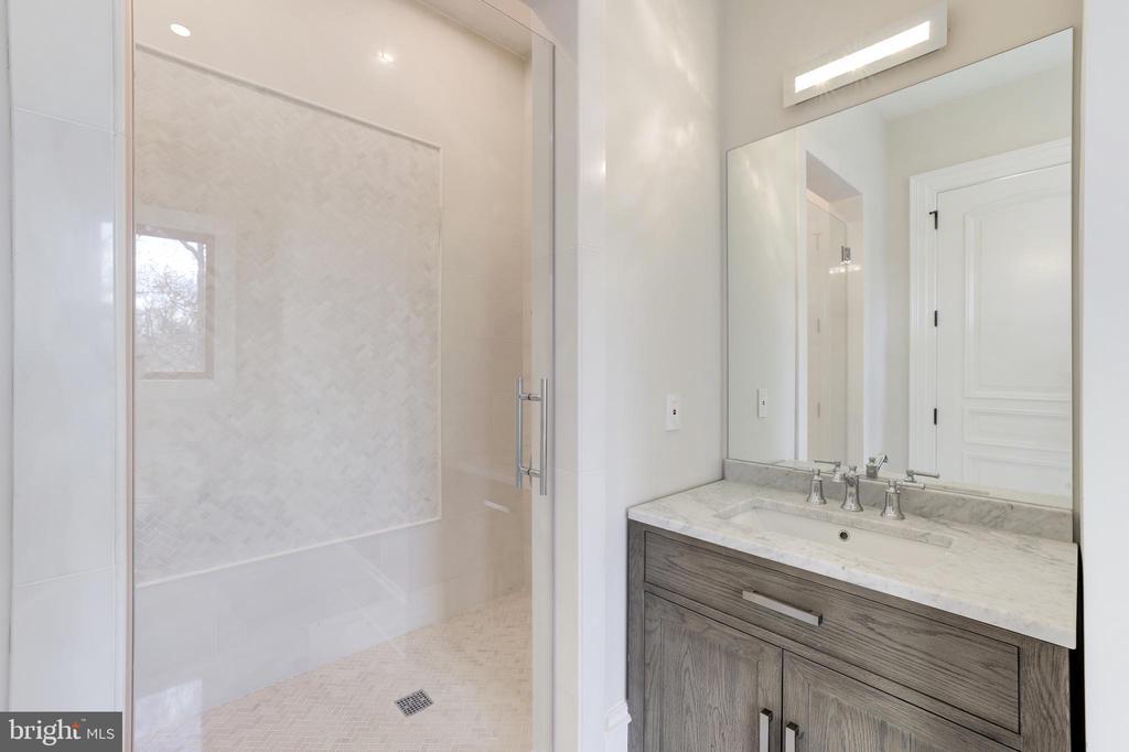 Bath of Main Level Bedroom Suite - 1332 MCCAY LN, MCLEAN