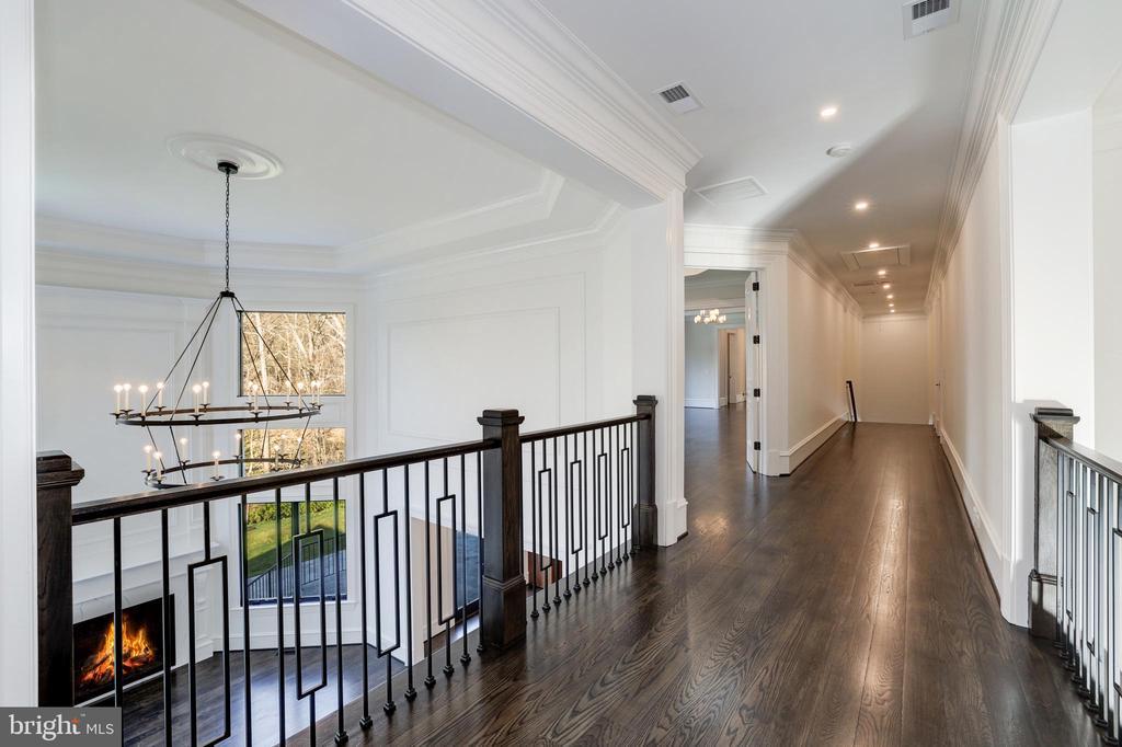 Upper Hallway - 1332 MCCAY LN, MCLEAN