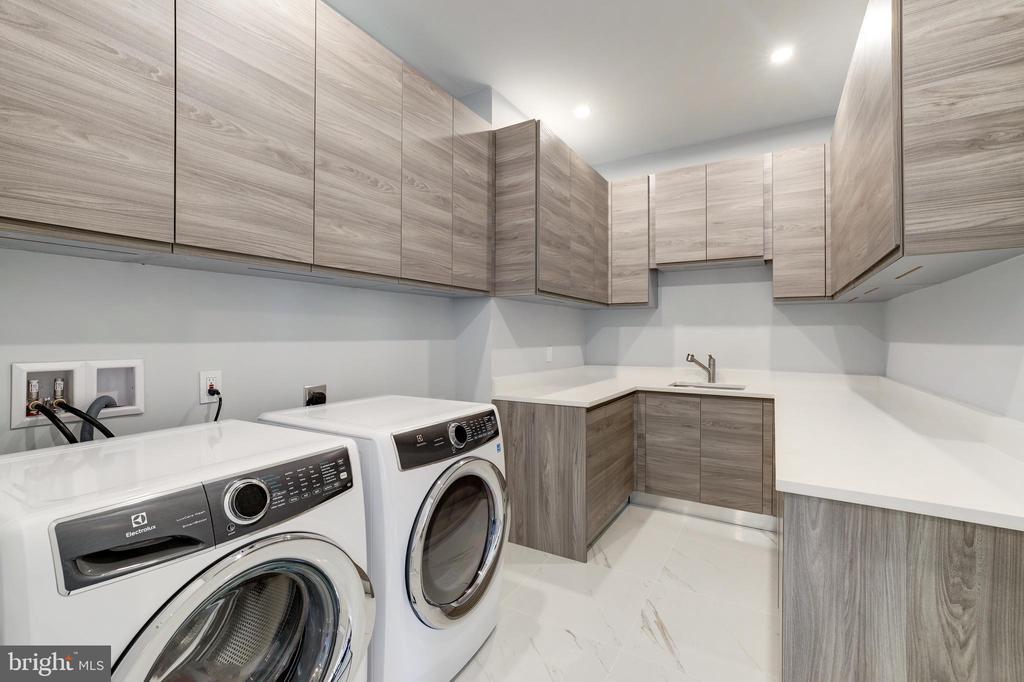 Laundry Room - Upper Level - 1332 MCCAY LN, MCLEAN