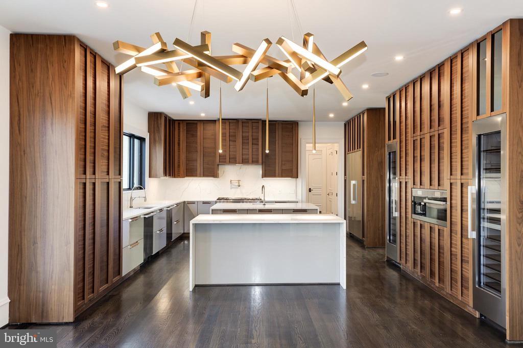 Gourmet Kitchen - Luxury Italian Cabinetry - 1332 MCCAY LN, MCLEAN