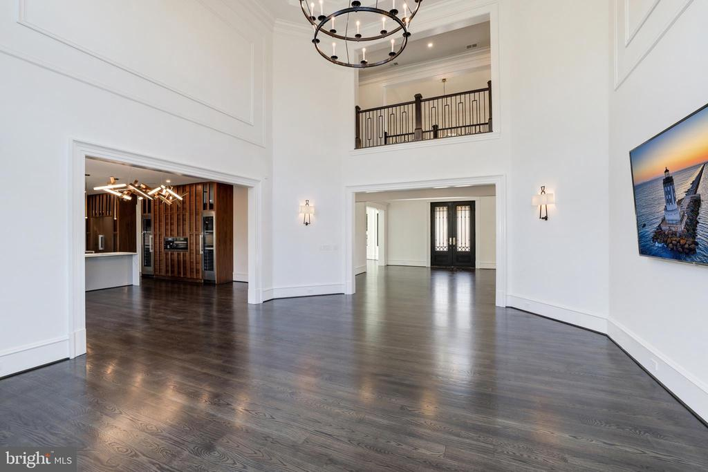 2-Story Great Room - Open to Upper Hallway - 1332 MCCAY LN, MCLEAN