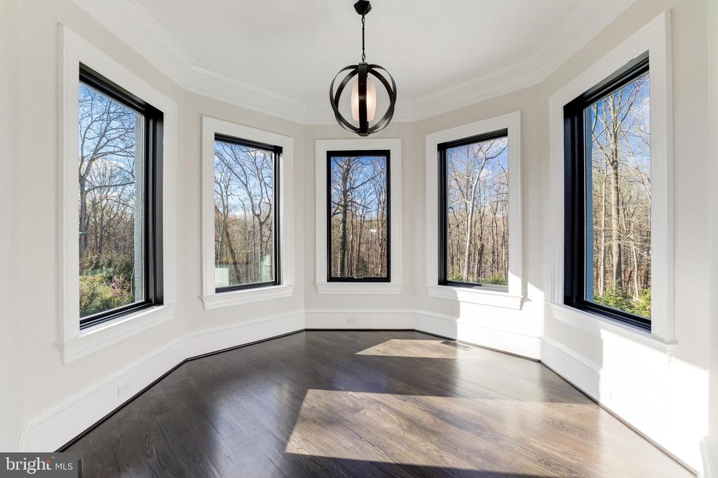 Sitting Room of Main Level Bedroom Suite - 1332 MCCAY LN, MCLEAN