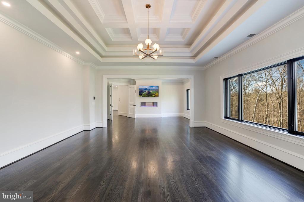 Owner's Bedroom Suite - 1332 MCCAY LN, MCLEAN