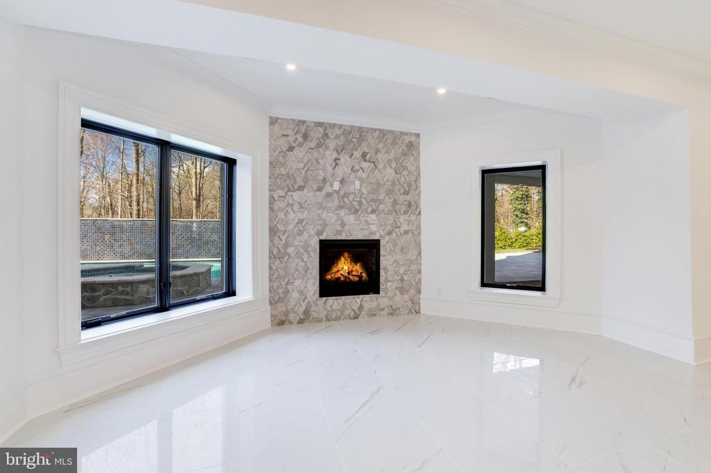 Lounge  - Gas Fireplace with Stone Surround - 1332 MCCAY LN, MCLEAN