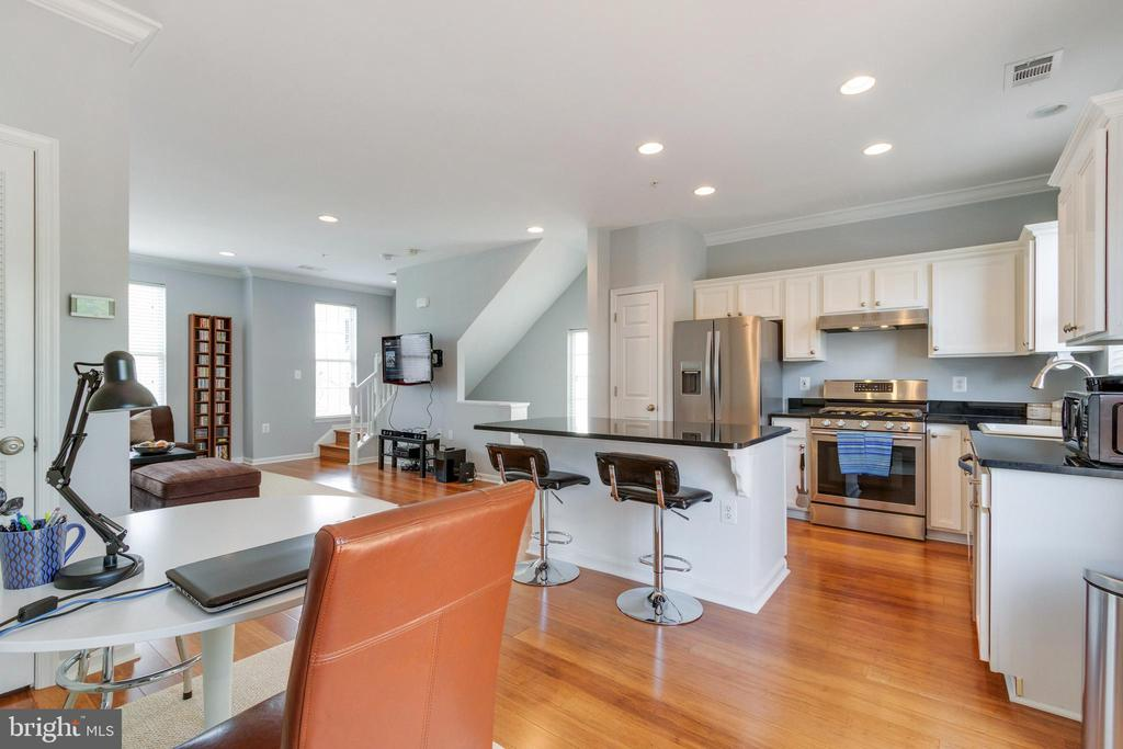 Kitchen Opens to living/dining room area - 21786 JARVIS SQ, ASHBURN