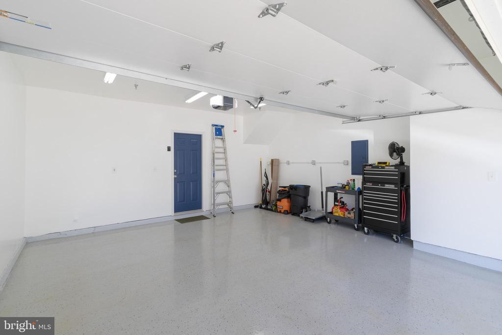 Large two car garage epoxy painted floors - 21786 JARVIS SQ, ASHBURN