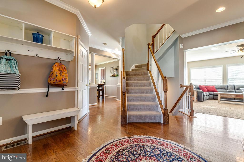 Welcoming Foyer - 15659 ALTOMARE TRACE WAY, WOODBRIDGE