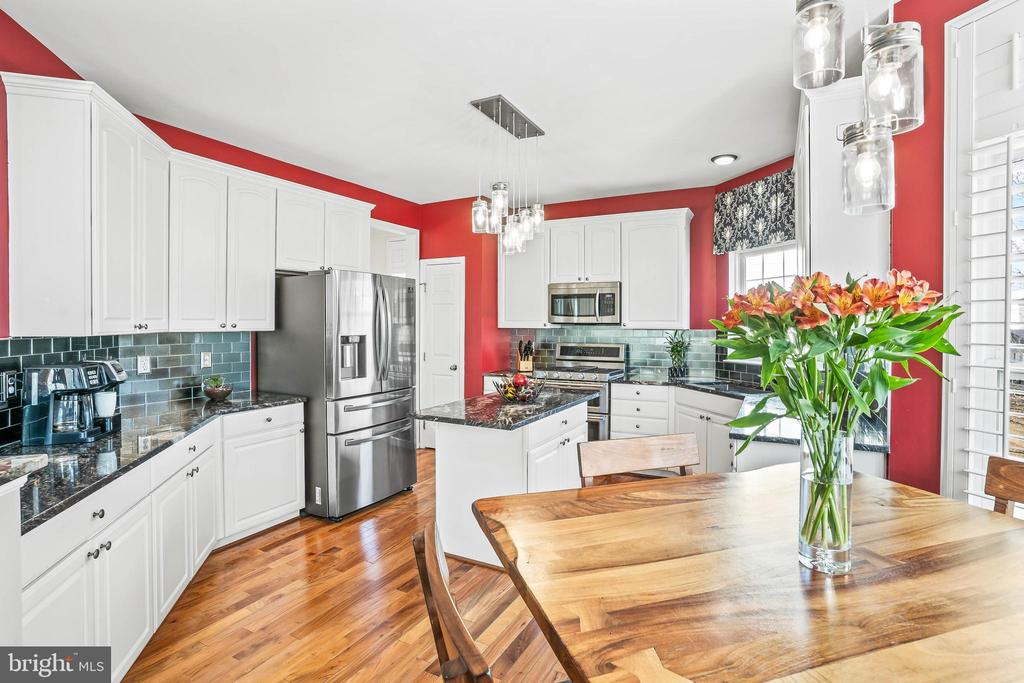 Fully renovated kitchen, the heart of this home! - 43191 BURSTALL CT, LEESBURG