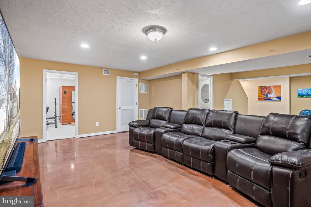 Perfect home theater area...wired for sound! - 43191 BURSTALL CT, LEESBURG