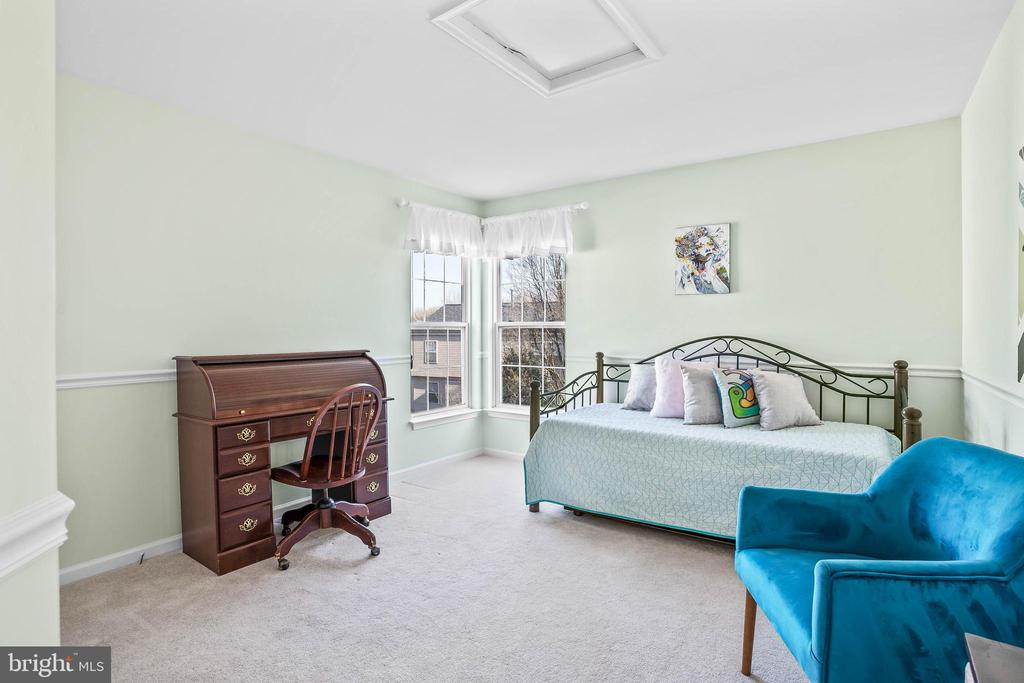 Even the 4th bedroom is sizeable... - 43191 BURSTALL CT, LEESBURG