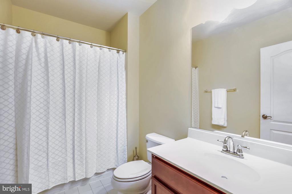 Full bath - 21251 FAIRHUNT DR, ASHBURN