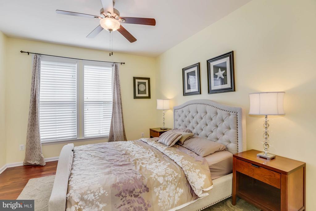 Main Level Full Bedroom - 21251 FAIRHUNT DR, ASHBURN
