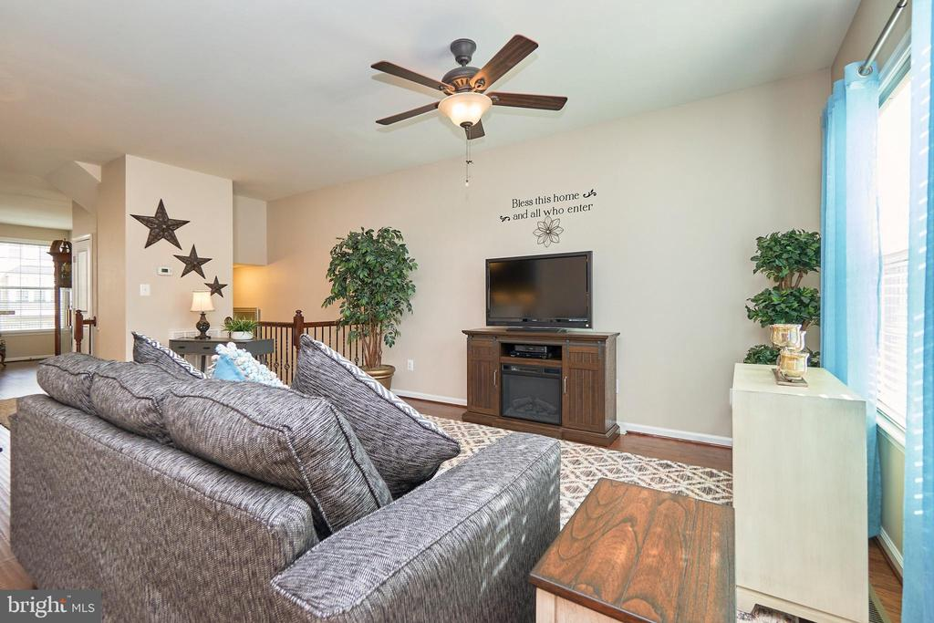 Light and Bright with Gorgeous Floors - 7006 DARBEY KNOLL DR, GAINESVILLE
