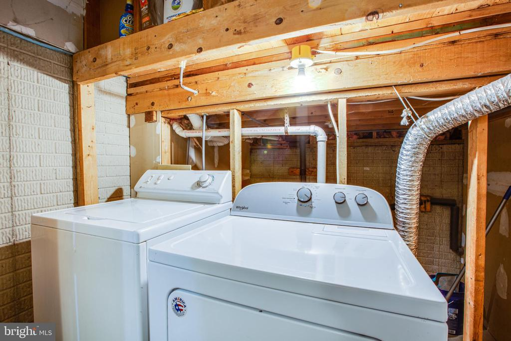 Laundry in lower level - 206 CROSSING RD, FREDERICKSBURG