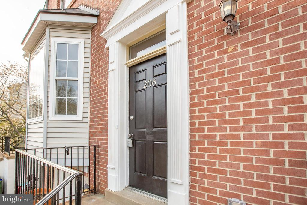 Front Door with new trim and paint - 206 CROSSING RD, FREDERICKSBURG