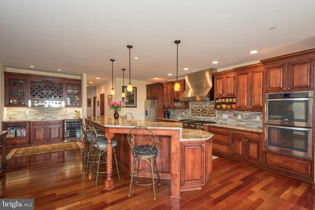 Kitchen with custom cabinets and granite - 7235 WOODVILLE RD, MOUNT AIRY