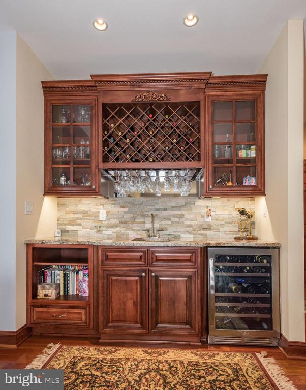 Wet bar with custom, all wood cabinets - 7235 WOODVILLE RD, MOUNT AIRY