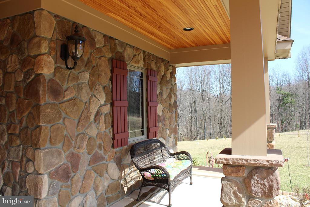 Front Porch - 7235 WOODVILLE RD, MOUNT AIRY